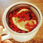 Чай с ягодами годжи и лимоном