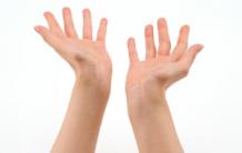 Почему отекают руки?