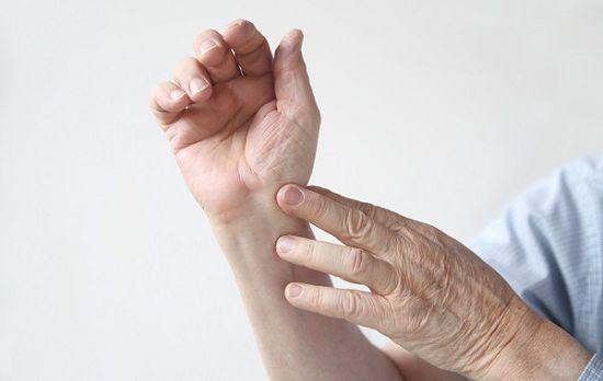 Растяжение связок кисти руки: лечение запястья и симптомы