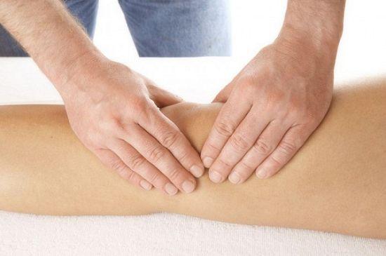 Жидкость в коленном суставе: лечение и причины
