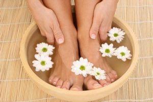 Можно ли парить ноги при высоком давлении?
