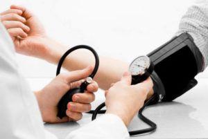 У гипертоника упало давление, что делать?
