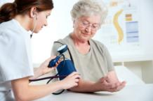 Как поднять низкое давление у пожилого человека?