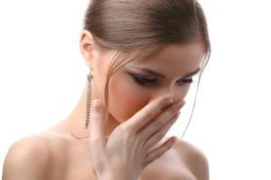 Запах мочи у женщин: причины