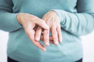 Тремор рук - симптомы и причины